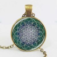 Мандала Цветето на живота в зелена гама, ръчно изработен медальон